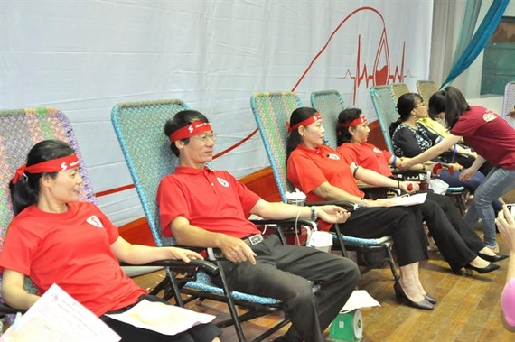 More than 1,000 people donate blood at the Hanh Trinh Do campaign in the Central Highlands province of Gia Lai on June 27. (Photo:VNA)
