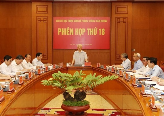Party General Secretary and State President Nguyen Phu Trong (standing) chairs the 18th session of the Central Steering Committee for Anti-Corruption in Hanoi on July 25 (Photo: VNA)