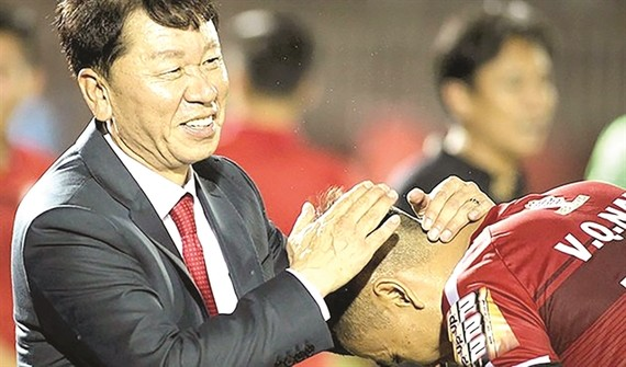 Ho Chi Minh City FC has brought back their former coach Chung Hae-Seung. (Photo bongda.com.vn)