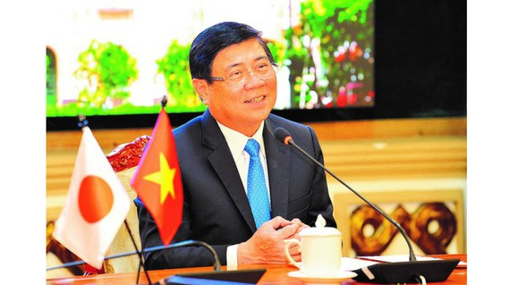 Chairman of the Ho Chi Minh City People's Committee Nguyen Thanh Phong speaks at an online meeting with Mayor of South Korea's Daegu City Kwon Young Jin (Photo: Viet Dung)