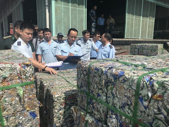 HCMC Customs performs transshipment cargo declarations for 677 containers