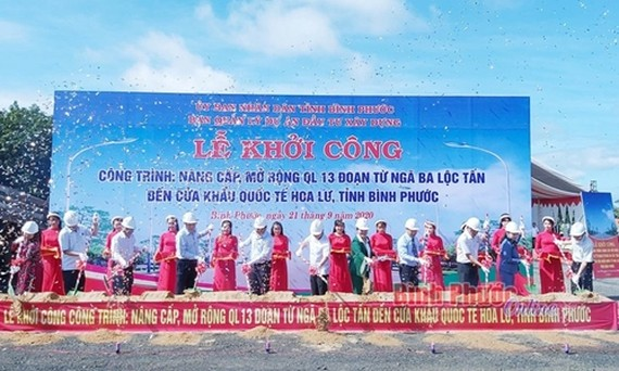 A groundbreaking ceremony for upgrade and expansion project of the National Highway No.13 (photo:VNA)