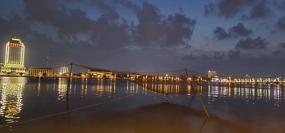 Nhat Le riverbanks glow at night (Photo: Minh Phong)