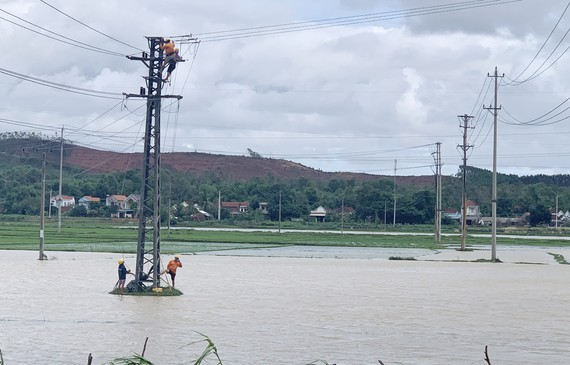 Downpour, flood cause electricity outage in Central, Central Highlands regions