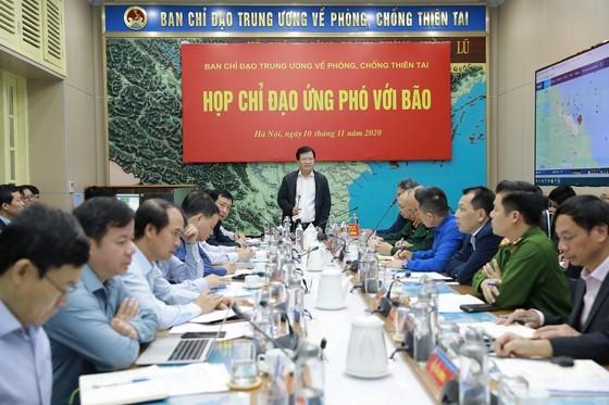 Deputy Prime Minister Trinh Dinh Dung speaks at the meeting. (Photo: Pham Ngoc Ha)
