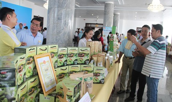 Many OCOP-certificated products are displayed on the fair