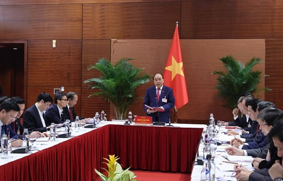 Prime Minister Nguyen Xuan Phuc speaks at the permanent Cabinet meeting. (Photo: VNA)