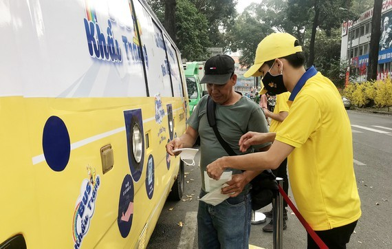 The bus delivers free antibacterial fabric facemasks to passegers