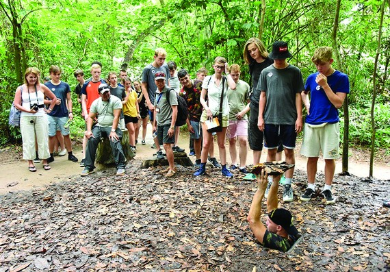 Shelter's entrance camouflaged with fallen leaves surprised foreign visitors. Photo vietnamtourism.gov.vn