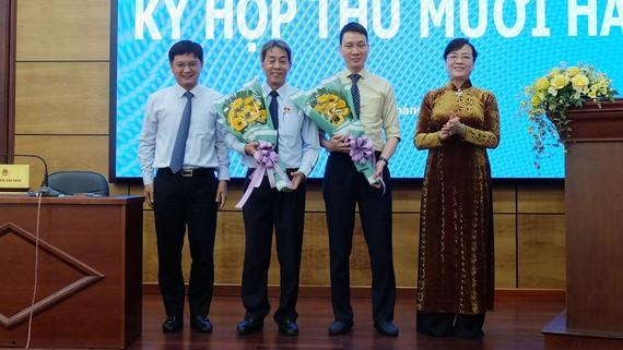 Đồng chí Trương Trung Kiên (thứ 2 từ phải sang) giữ chức Chủ tịch UBND quận Thủ Đức