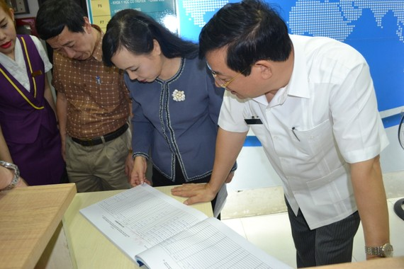 Bộ trưởng Bộ Y tế Nguyễn Thị Kim Tiến kiểm tra phòng khám có yếu tố nước ngoài