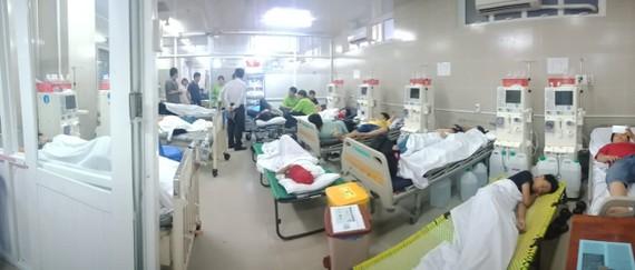 Các em học sinh đang được cấp cứu và điều trị tại BV quận 11. Ảnh: BV cung cấp