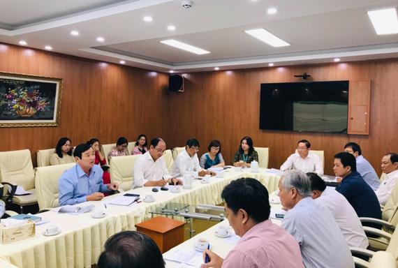 GS-TS Nguyễn Tấn Bỉnh, Giám đốc Sở Y tế TPHCM chủ trì cuộc họp Ban Chỉ đạo phòng chống dịch