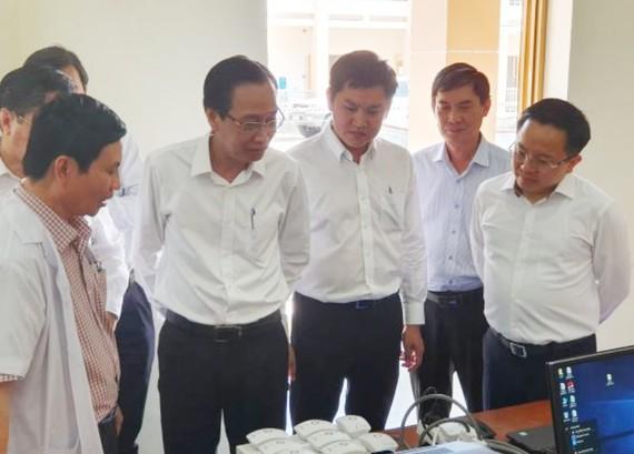 Phó Chủ tịch Thường trực UBND TPHCM Lê Thanh Liêm kiểm tra công tác phòng, chống nCoV tại Bệnh viện dã chiến cở sở 1 tại Củ Chi