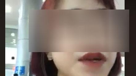 """Cô gái livestream ở sân bay """"chia sẻ bí quyết"""" để không phải bị cách ly"""