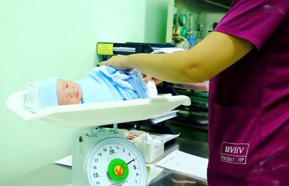 Bé trai chào đời tại Bệnh viện Hùng Vương