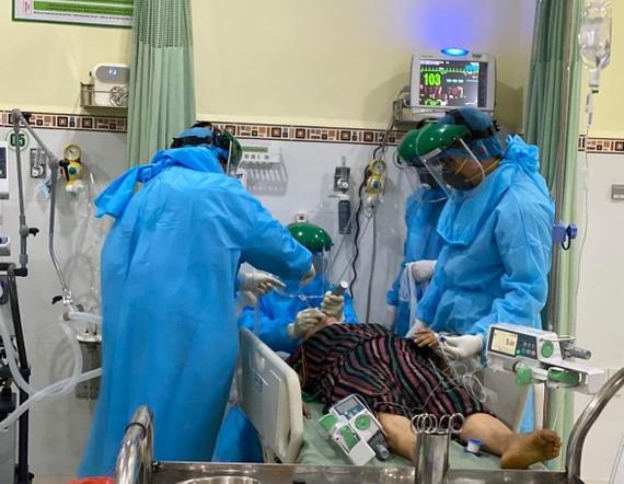 Bác sĩ Bệnh viện Chợ Rẫy đã lên đường điều trị cho bệnh nhân mắc Covid-19 tại tỉnh Quảng Nam