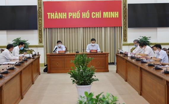 Chủ tịch UBND TPHCM Nguyễn Thành Phong phát biểu chỉ đạo tại cuộc họp