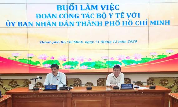 Đồng chí Nguyễn Thành Phong, Ủy viên Trung ương Đảng, Phó Bí thư Thành ủy, Chủ tịch UBND TPHCM và Bộ trưởng Bộ Y tế Nguyễn Thanh Long chủ trì buổi làm việc