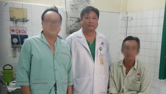 Bác sĩ Hồ Dũng Tiến thăm các bệnh nhân trước giờ xuất viện
