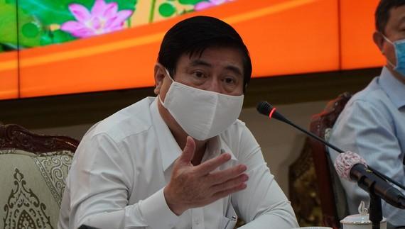 Đồng chí Nguyễn Thành Phong phát biểu chỉ đạo tại cuộc họp