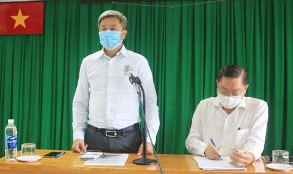 Thứ trưởng Bộ Y tế Nguyễn Trường Sơn phát biểu chỉ đạo tại buổi làm việc