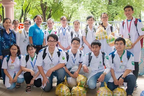Sinh viên Trường Đại học Y khoa Phạm Ngọc Thạch tham gia phòng chống dịch Covid-19