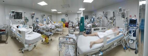 Bệnh nhân mắc Covid-19 đang được điều trị tại Bệnh viện Bệnh Nhiệt đới