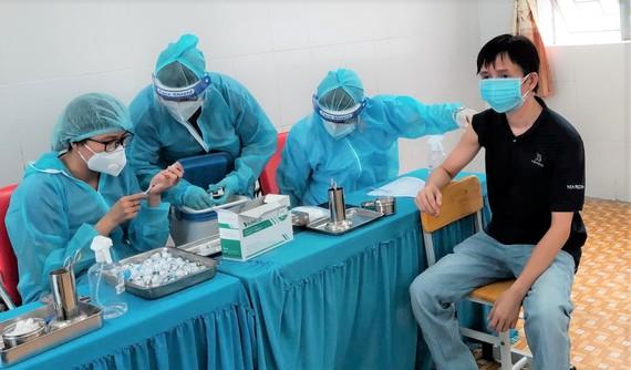 TPHCM: Hơn 90% dân số trên 18 tuổi đã tiêm mũi 1 vaccine Covid-19