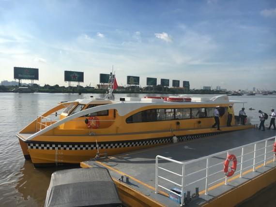 Xe buýt sông thiết kế theo kiểu dáng, tiêu chuẩn Châu Âu