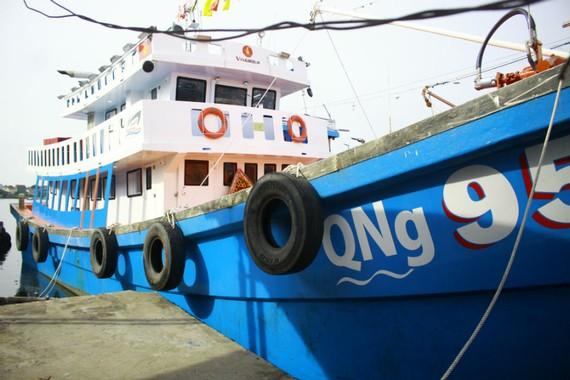 Tàu composite đầu tiên tỉnh Quảng Ngãi