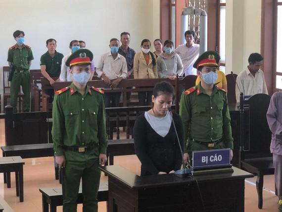 Bị cáo Nguyễn Thị Thanh Huyền tại HĐXX Tòa án Nhân dân tỉnh Quảng Ngãi