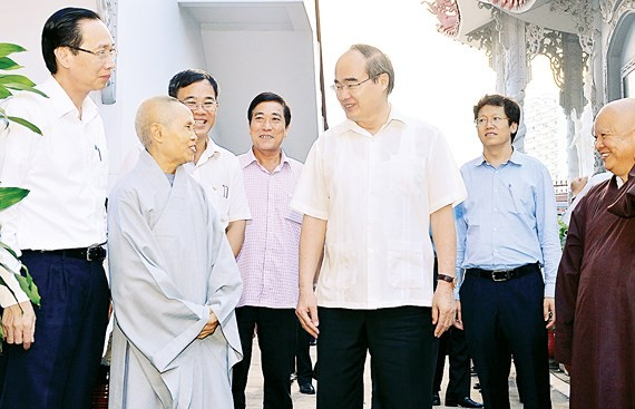 City Party Committee Secretary Nguyen Thien Nhan visits Thien Tinh Pagoda, District 2, Ho Chi Minh City in the afternoon of May 12th. (Photo: VIET DUNG)