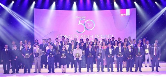 Mr. Nguyen Quoc Khanh, Managing Director of Vinamilk and other company staff on the event scene.