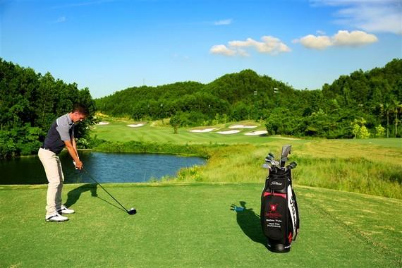 Thỏa thích chơi golf với thẻ trả trước của Bà Nà Hills Golf Club
