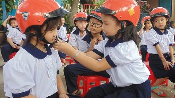 Học sinh Trường Tiểu học Trần Văn Ơn (quận 12) hào hứng tham gia hoạt động giáo dục về an toàn giao thông
