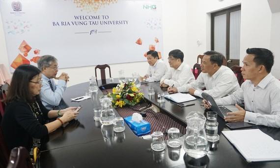 TS. Trần Đức Cảnh trong buổi trao đổi với Ban Giám hiệu trường Đại học Bà Rịa – Vũng Tàu