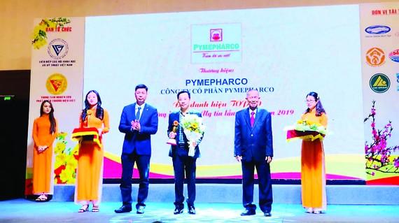 """Pymepharco nhận Cúp Vàng Tốp 10 """"Thương hiệu Việt uy tín lần thứ 15"""""""