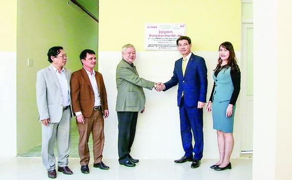 Hanwha Life Việt Nam trao tặng phòng khám Khoa Nhi - Sản Khoa tại Đắk Lắk