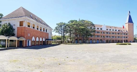 Trường Cao đẳng Sư phạm Đà Lạt được Hiệp hội Kiến trúc sư thế giới (UIA)  công nhận là một trong số 1.000 công trình xây dựng độc đáo nhất của thế giới trong thế kỷ XX