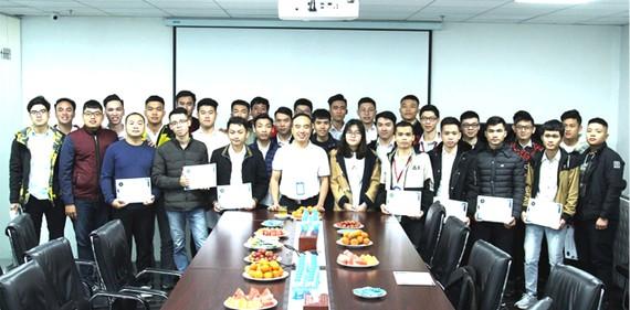 Hòa Bình trao chứng nhận thực tập cho sinh viên Đại học Xây dựng