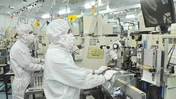 Sản xuất linh kiện bán dẫn tại Công ty MTEX (Nhật Bản). Ảnh minh họa: CAO THĂNG