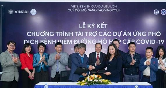 Tập đoàn Vingroup đã chung tay cùng các nhà khoa học Việt với số tiền 20 tỷ đồng để tài trợ khẩn cấp nhằm đẩy mạnh các biện pháp phòng chống sự lây lan của dịch bệnh, điều trị và bảo vệ sức khỏe cộng đồng.