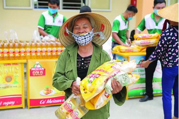 Nhãn hàng Meizan trao quà cho người dân nghèo tại 10 tỉnh miền Trung