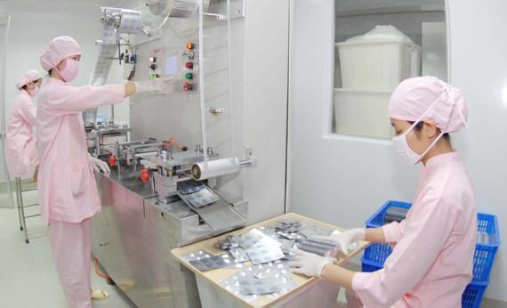 Sản xuất dược phẩm là một trong 7 ngành cần ưu tiên đầu tư để phục hồi nền kinh tế. Ảnh: CAO THĂNG