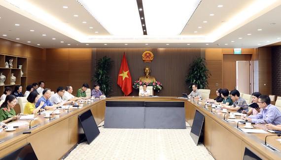 Phó Thủ tướng Vũ Đức Đam chủ trì cuộc họp Ban Chỉ đạo liên ngành Trung ương về vệ sinh an toàn thực phẩm, sáng 12-6-2020. Ảnh: VGP