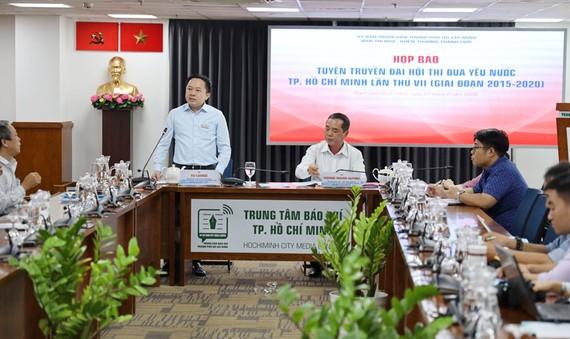 Tiểu ban Tuyên truyền phục vụ Đại hội Thi đua yêu nước TPHCM lần thứ VII (giai đoạn 2015-2020) tổ chức họp báo. Ảnh: HMC