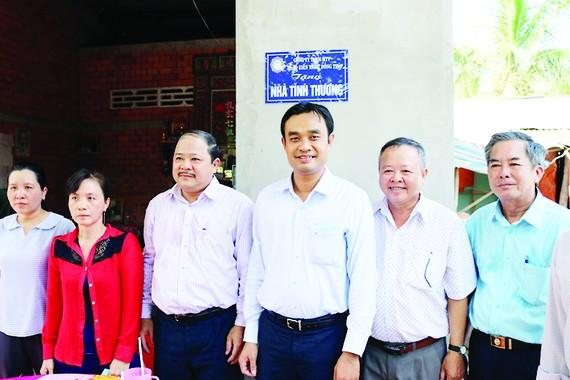 Công ty TNHH MTV Xổ số kiến thiết Đồng Tháp trao nhà tình thương tại huyện Tháp Mười