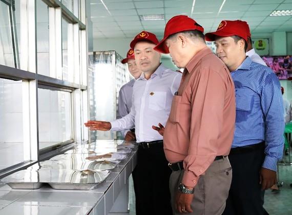 """""""Nhà ăn tập thể"""" với mong muốn từng bước nâng cao hơn nữa chất lượng bữa ăn của người lao động """"Sạch an toàn - Giàu dinh dưỡng"""""""