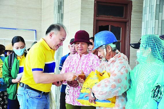 Bia Larue hỗ trợ 800 gia đình ở Quảng Nam